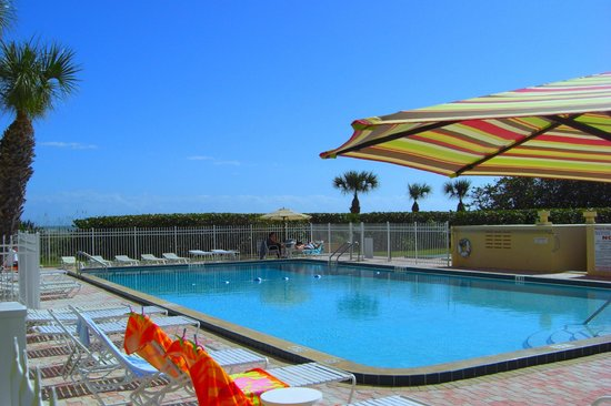 Canaveral Towers Condominiums: Pool area