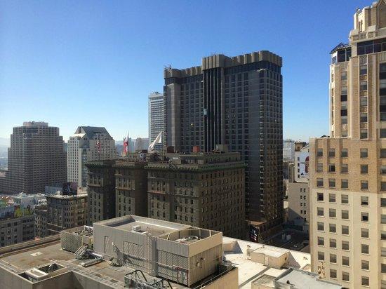 Grand Hyatt San Francisco: 部屋からの景色。ヒルトンホテルが見えています。