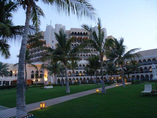 Al Bustan Palace, A Ritz-Carlton Hotel: Hotelgelände