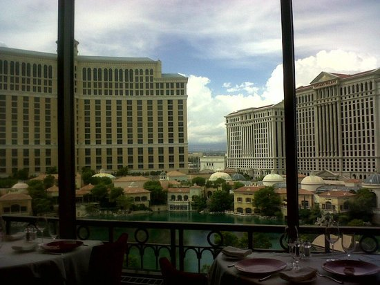 Vista Da Janela Picture Of Eiffel Tower Restaurant At Paris Las Vegas Las