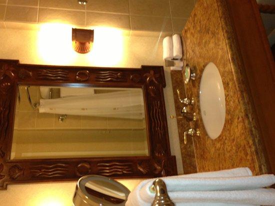 Hyatt Regency Huntington Beach Resort & Spa: Nice, clean bathroom