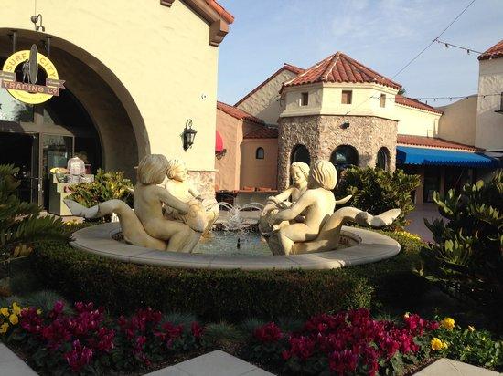 Hyatt Regency Huntington Beach Resort & Spa: Pretty grounds