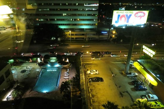 Embassy Suites by Hilton Tampa - Airport/Westshore: View from the room