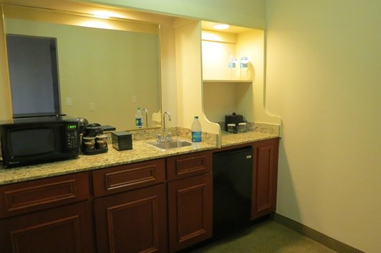 Embassy Suites by Hilton Tampa - Airport/Westshore: Suite's kitchen