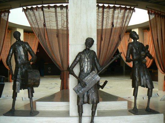 Atlas Essaouira & Spa: sculpture à l'entrée