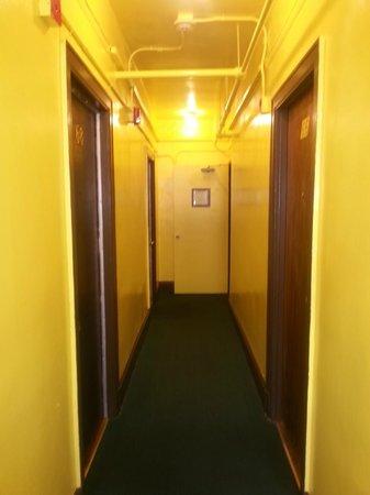 Taylor Hotel: Hallway