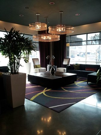 HYATT house Charlotte Center City: Lobby / Lounge Entrance of Hyatt House Charlotte the staff greets you with a smile
