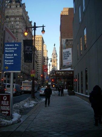 Doubletree by Hilton Philadelphia Center City: Broad Street entrance