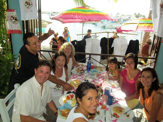 Restaurante del mercado del mar.: With Connie, Carrie, Edna and friends