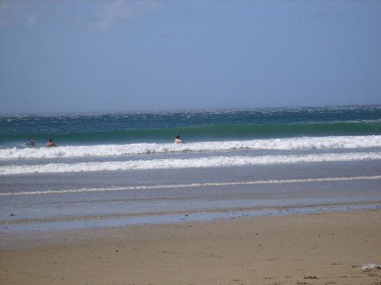 San Juan del Sur Beach: Boas ondas nas praias laterias