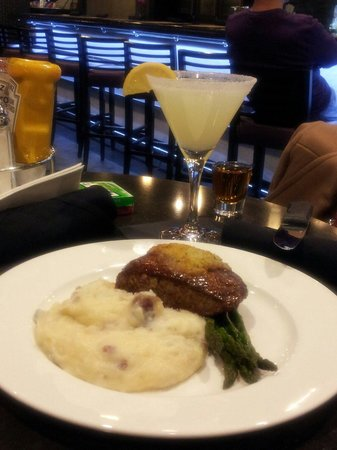 HYATT house Charlotte Center City: Steak, seasoned mashed potatoes & grilled to perfection asparagus this is a delightful dinner fo