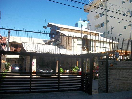 Hotel Pousada Silene: Vista de la posada desde la calle