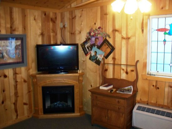Pinewood Cabins: front room with gas fireplace