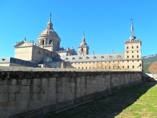 Monasterio y Sitio de San Lorenzo de El Escorial: El Escorial (near Madrid)
