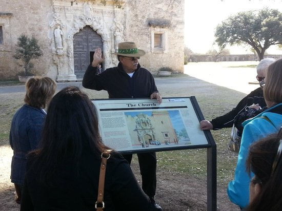 Alamo Sightseeing Tours: Phil telling us about the history of Mission San Jose
