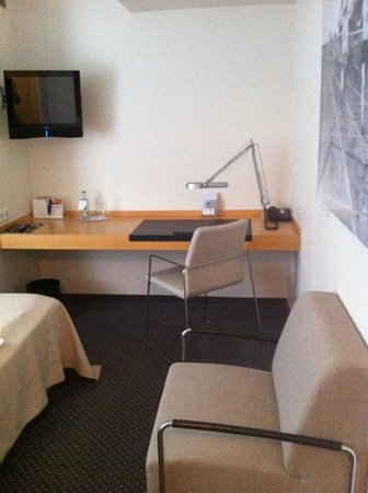 Hotel Maximilians: Рабочий стол