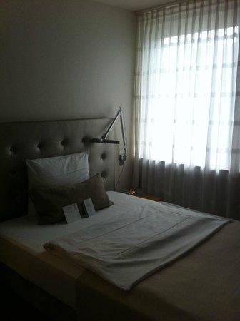 Hotel Maximilians: Кровать