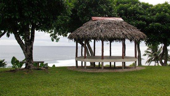 Lalomanu, ซามัว: Fale overlooking the ocean.