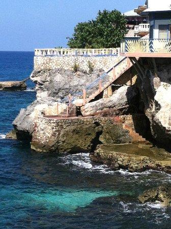 Banana Shout Resort: veiw from dolphin bay porch