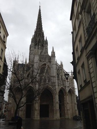 St. Maclou's Church: Nestled between apartment buildings off Rue de la Republique