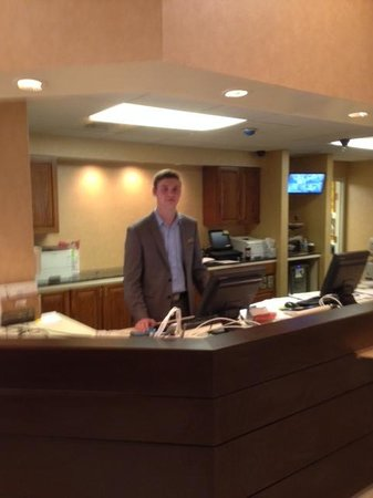 Residence Inn Austin Northwest/Arboretum : Ricky and partially complete front desk
