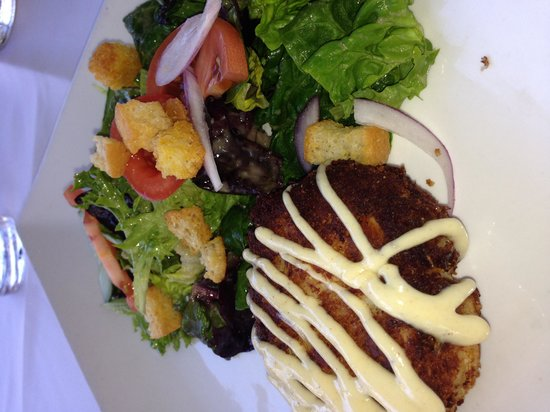 Grand Cafe Key West: Crab cake with salad, tasty!