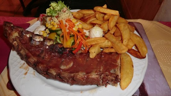Sizzlyns Steak House: Succulent Ribs