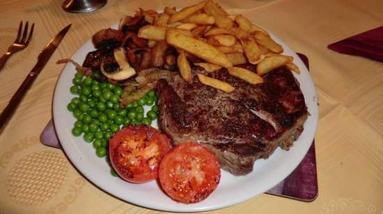Sizzlyns Steak House: Delicious Peppered Rib Eye