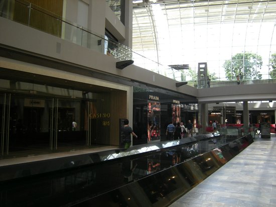 The Shoppes at Marina Bay Sands : View from inside