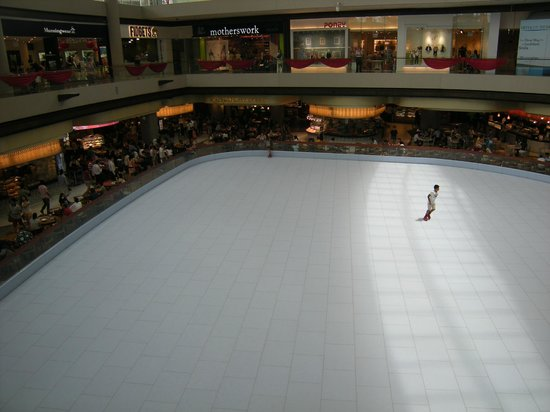 The Shoppes at Marina Bay Sands : Ice rink