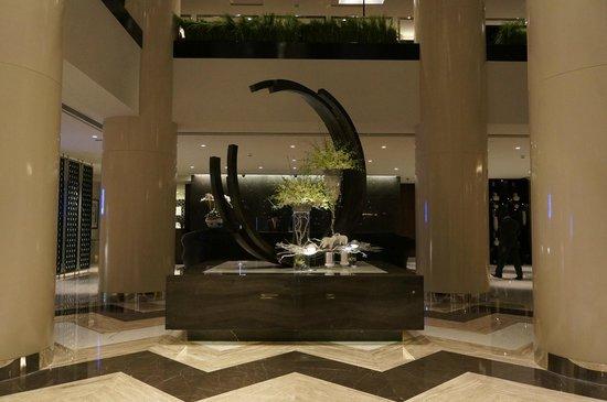 Pullman Dubai Creek City Centre : Lobby und Empfang