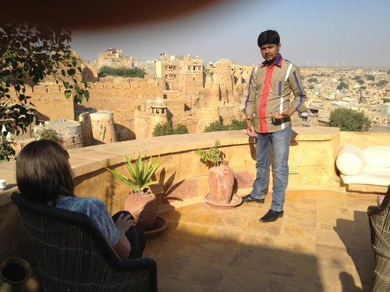 Hôtel Killa Bhawan : Learning about Jaisalmer from Manish