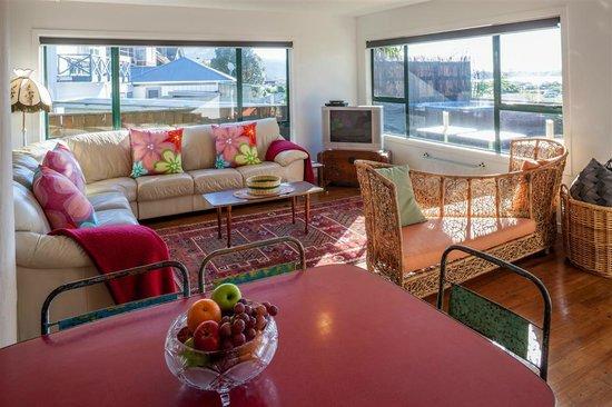 Lake Road Lodge: Lounge