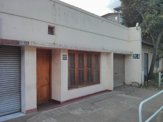 Madugalle Friendly Family Guest House: Entrance without signs