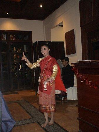 Villa Santi Hotel: Χορεύτρια που μας κράτησε παρέα στο δείπνο