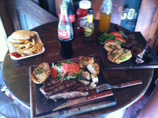 La Portena: Hamburgesa, Rib Eye and Flank Steak.
