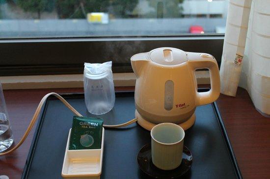 Hotel Princess Garden : Yummy green tea in the room