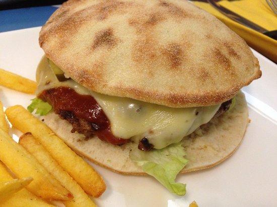 Mel's Bar: Chees burger