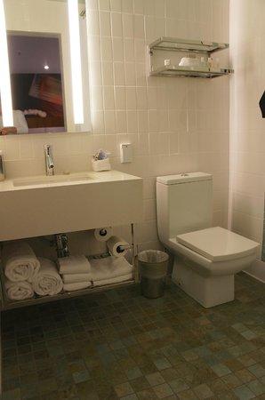 Hotel Indigo Santa Barbara: Banheiro