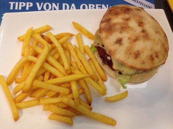 Mel's Bar: Cheese burger