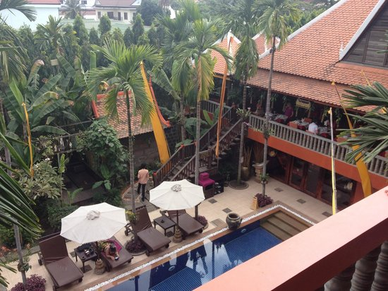 Golden Temple Hotel : View of the pool and the restaurant from our room