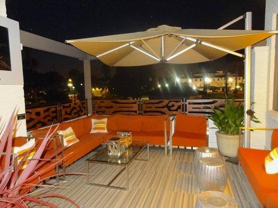 Hotel Indigo Santa Barbara : Área externa do hotel