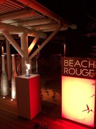 LUX* Belle Mare: le restaurant beach rouge le soir
