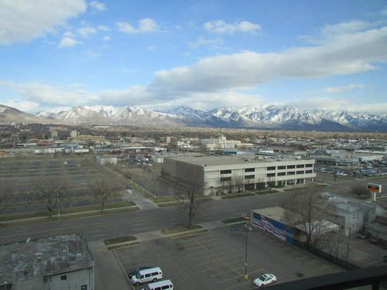 Hotel RL By Red Lion Salt Lake City : mountain view from #1146