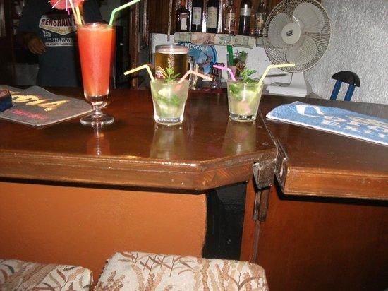 Sunshine Corfu Hotel & Spa : Drinks by the pool