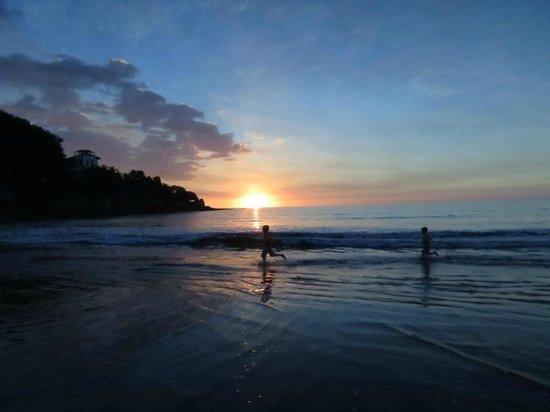 Rise Up Surf Tours Nicaragua: Kids at Sunset