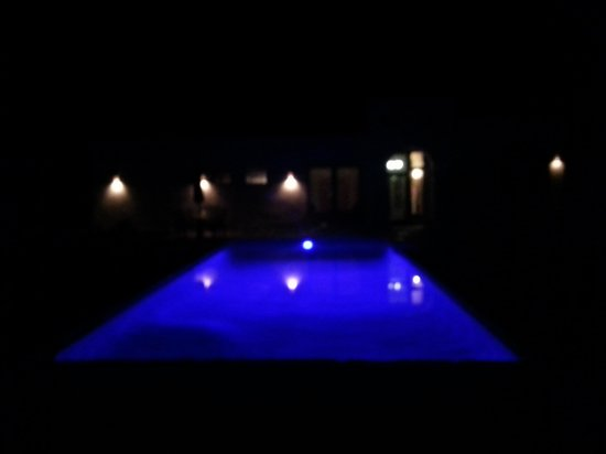 Escondida Resort: the pooll at night