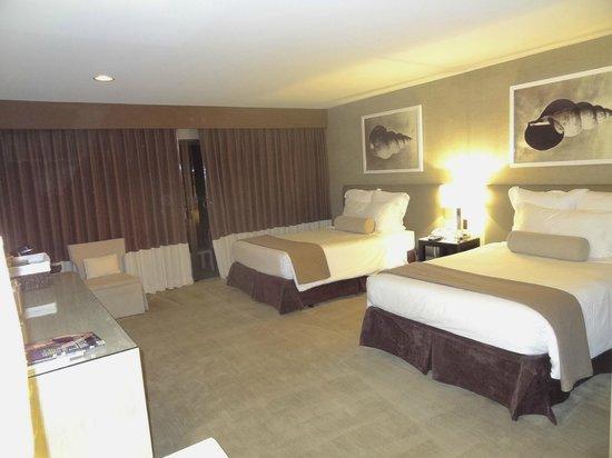Luxe Sunset Boulevard Hotel: Quarto grande e confortável