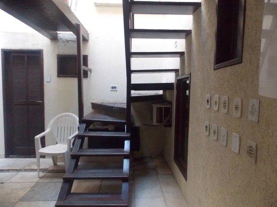 Pousada Villegaignon: Escaleras de acceso a habitaciones