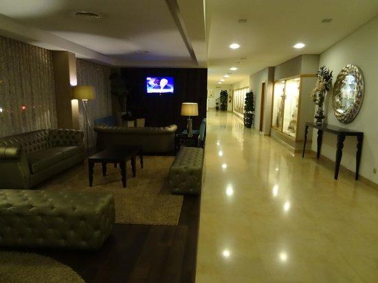 Cinquentenario Hotel: Corredor interno